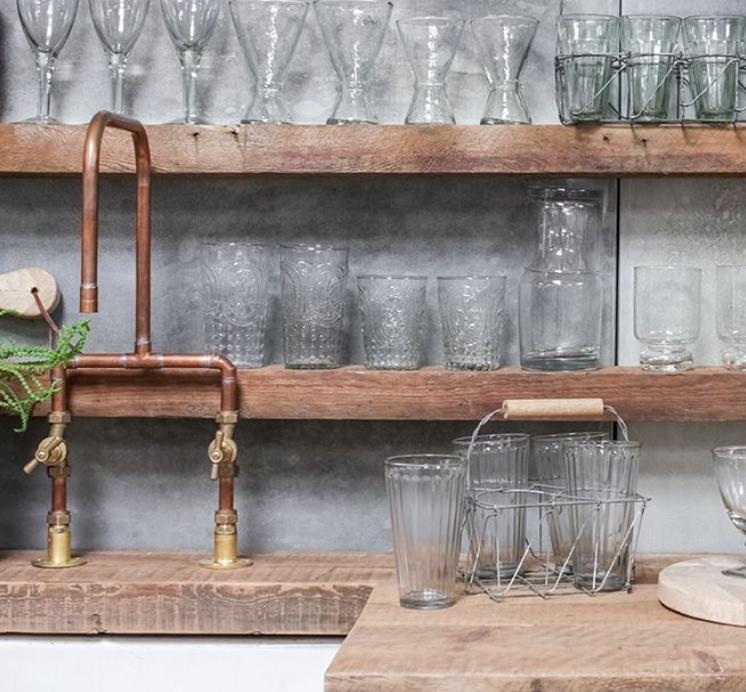 Agar glass di Nkuku: set 6 bicchieri + portabicchieri con manico in legno